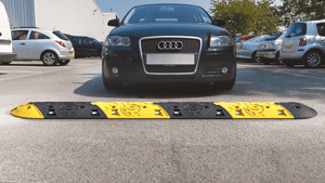 Fahrbahnschwelle im Einsatz: Parkplatz