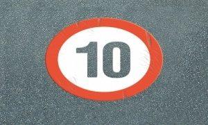 Parkplatzmarkierung als Straßenmarkierung: zulässige Höchstgeschwindigkeit 10km/h