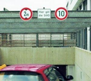 Verkehrsschild zulässige Höchstgeschwindigkeit 10km/h